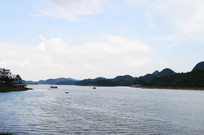 湖里的游船