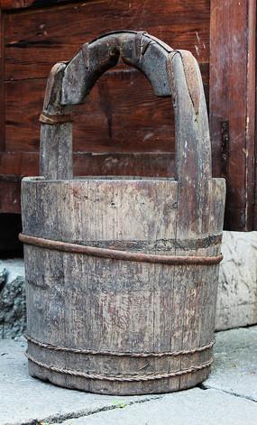 民间收藏的圆木桶