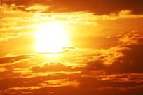 傍晚天空的太阳