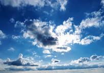 阻挡了阳光的云彩