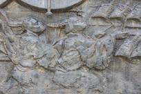 壁雕两位击打编钟的古代男人