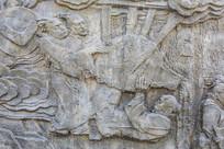 壁雕三位古代男人在搬运东西