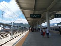 从江高铁站出站口