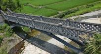 小河上的青砖拱桥