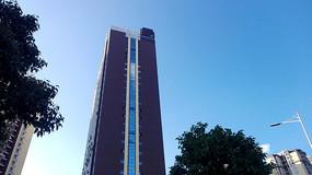 仰望蓝天下的高楼