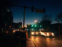 夜晚的城市道路