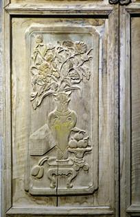 回族木门精美的木雕画