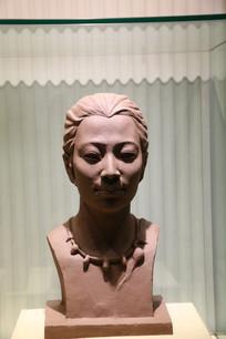 半坡女性头像泥塑