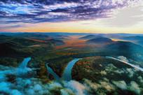 朝阳笼罩的林海河流 (航拍)