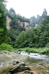 岩石小溪流
