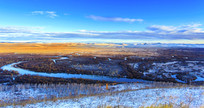 额尔古纳湿地秋季白雪蓝天全景