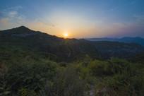夕阳下的太行山川