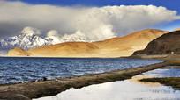 雪山与湖泊