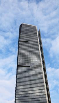 蓝天衬托的大厦