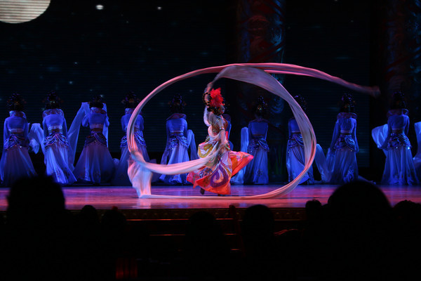 唐宫乐舞舞动水袖表演