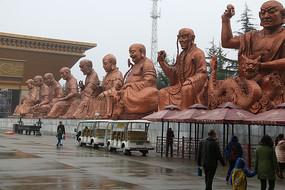 法门寺步道旁十八罗汉雕塑