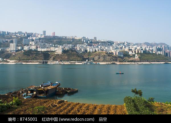 长江之滨的巫山新县城图片
