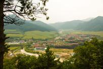 俯瞰山村风光