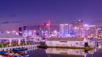 海边城市夜景明亮