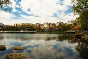住宅区与湖面倒影