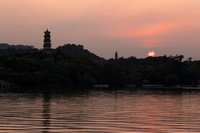 黄昏落日的惠州西湖