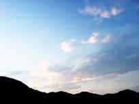 山边天空的云彩