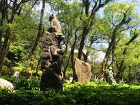 山猴石雕像