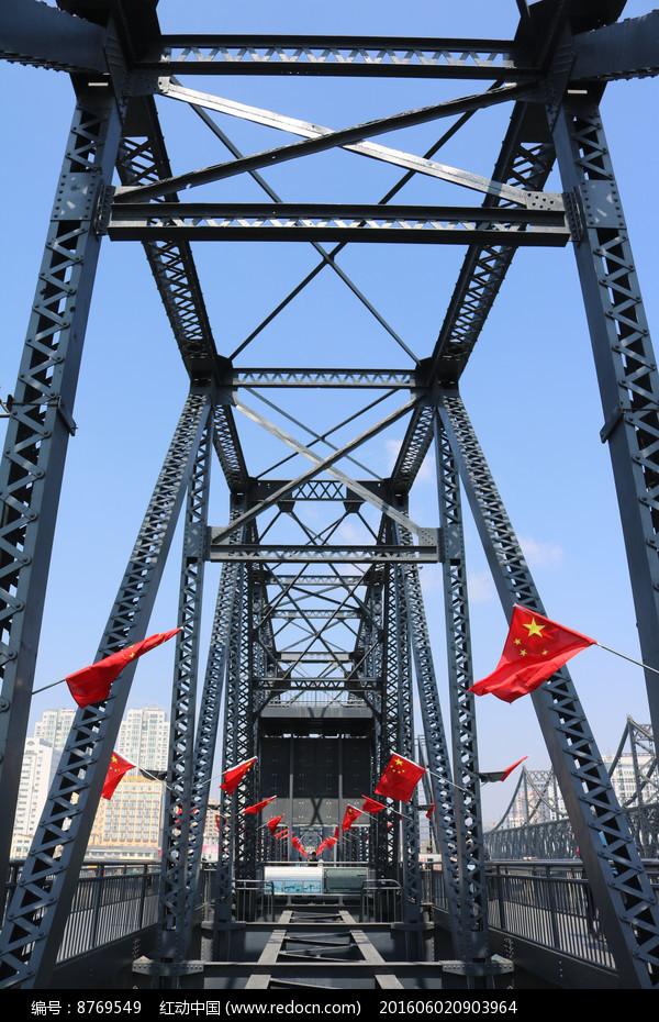 鸭绿江段桥的钢架结构图片