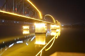 鸭绿江段桥夜景