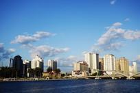 延吉市河岸高楼大厦