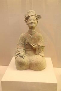 汉代石刻微笑的女子人俑