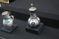 罗马尼亚陶瓷手绘花草银盖小瓶