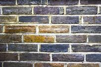 上漆后的青砖墙