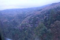 云雾缭绕的龙脊山