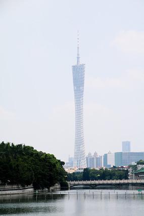 广州东湖公园远眺广州塔
