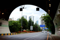 隧道外面的风景