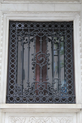 铁艺花纹窗户