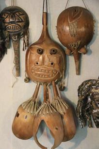 用木瓢制作的木刻人脸面具