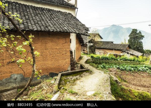 高山村落的小道图片