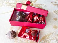 红色糖果包装
