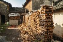 农户用来制茶的木柴