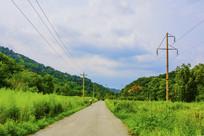 千山积翠山公路与两侧山林