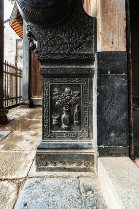 黟县青石质的祠堂石雕