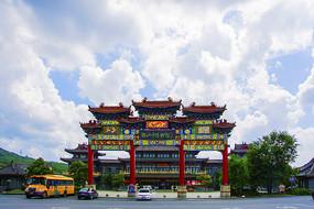 鞍山市博物馆与牌楼门