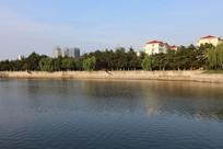 美丽的河岸建筑