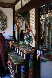 纳西族手工艺品与各种吊饰