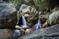 峡谷小瀑布