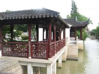 大运河江边的长廊与凉亭