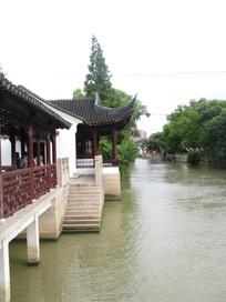 大运河江边的古建筑