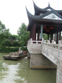 渡船旁的枫桥